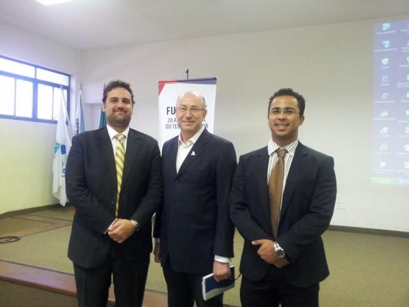 (da esquerda para a direita): Dr. Renato Dolabella, Prof. João Antônio Argenta e Alexandre Scoralick.